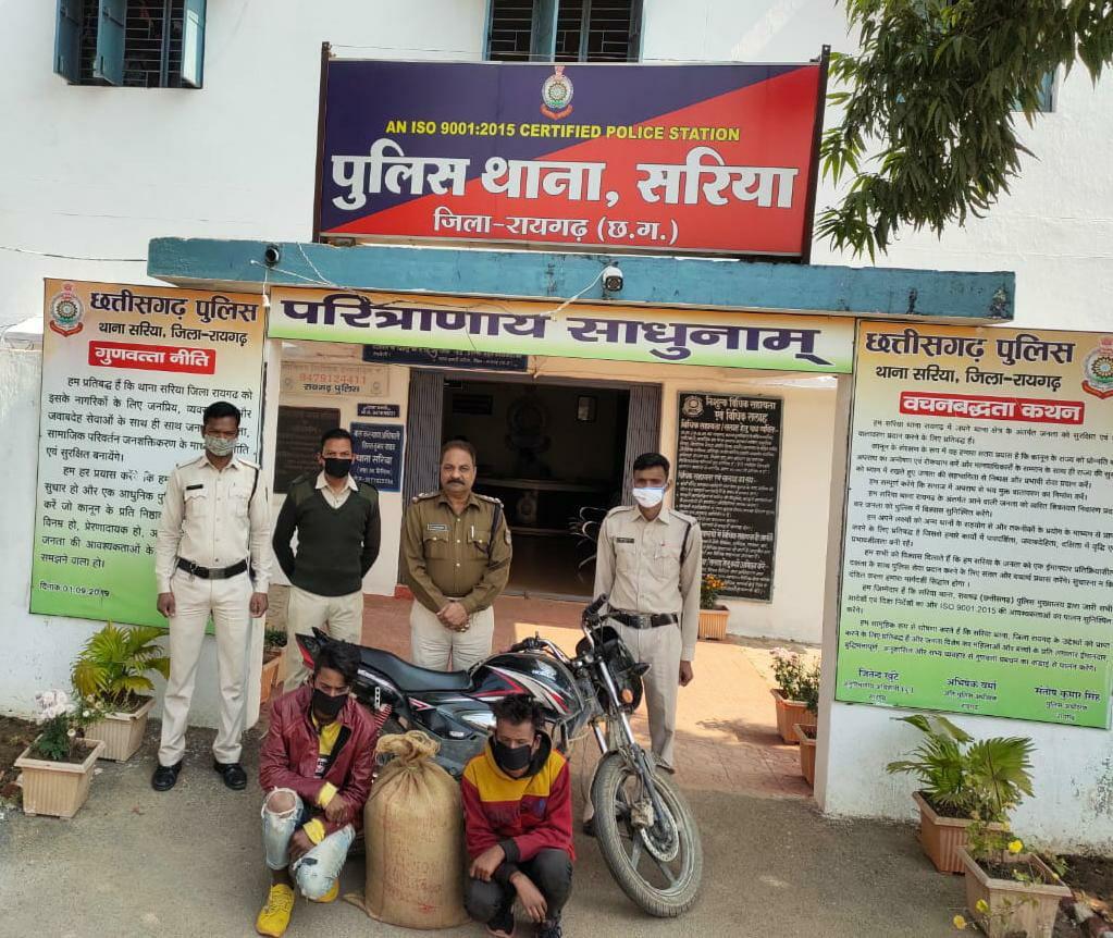 *सोल्ड मोटर सायकल पर अवैध बिक्री के लिये महुआ शराब लाते पकड़े गये दो आरोपी*