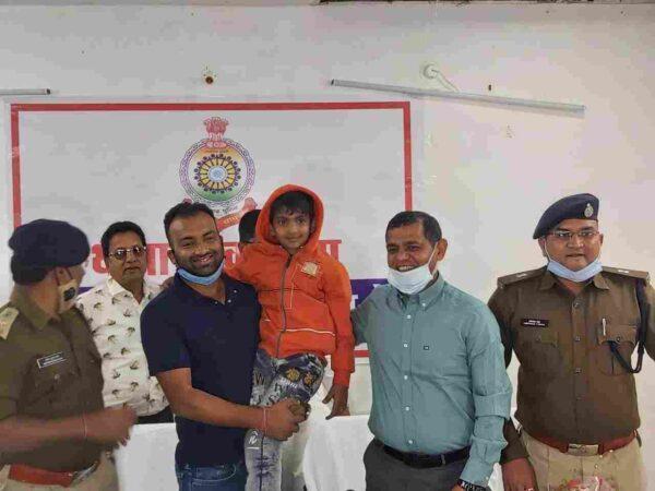 ऑपरेशन शिवांश:खरसिया में आईजी डांगी व रायगढ़ एसपी लगाए कैंप 8 घँटे में मिली सफलता, प्रदेशभर से पुलिस को मिल रही बधाई