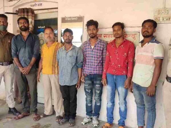 ढाबा में मारपीट करने वाले पिता-पुत्र सहित 6 आरोपी गिरफ्तार,बलवा के अपराध में भेजे गये रिमांड पर, पुलिस चौकी खरसिया की कार्यवाही