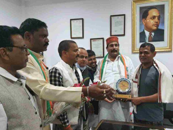 बिलासपुर आईजी आर एल डांगी मजदूर रत्न से सम्मानित