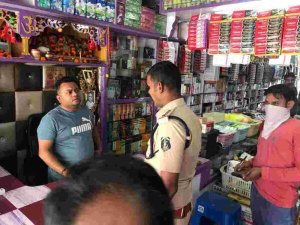 *नकली उत्पादों के संग्रहण व बिक्री सूचना पर रायगढ़ के बनवारी लाल की दुकान पर कोतवाली पुलिस की दबिश*