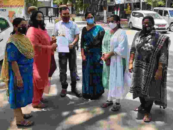 भाजपा महिला मोर्चा  बिलासपुर ने महासमुंद में भ्रष्टाचार उजागर करने वाले अधिकारी की सुरक्षा एवं मामले की जॉच की मांग को लेकर कलेक्टर के माध्यम से राज्यपाल के नाम ज्ञापन सौंपा