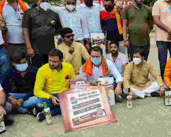 भाजयुमो के प्रदर्शन पर कांग्रेस प्रवक्ता विकास तिवारी ने दागे सवाल